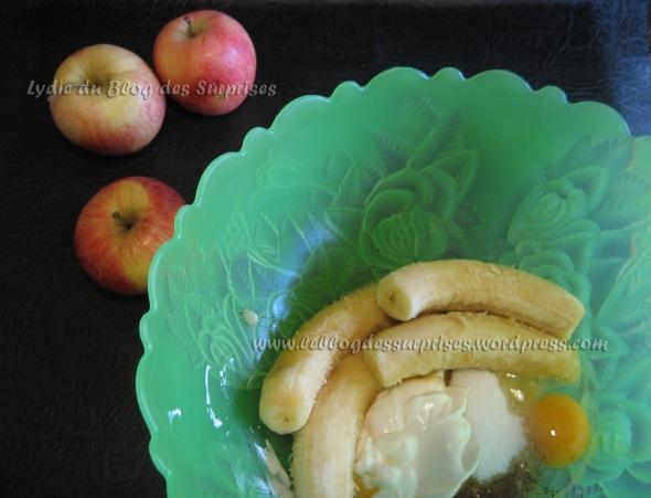 2-pommes entières au four prisonnières d'un cake à la banane façon Blog des Surprise - FILIGRANE